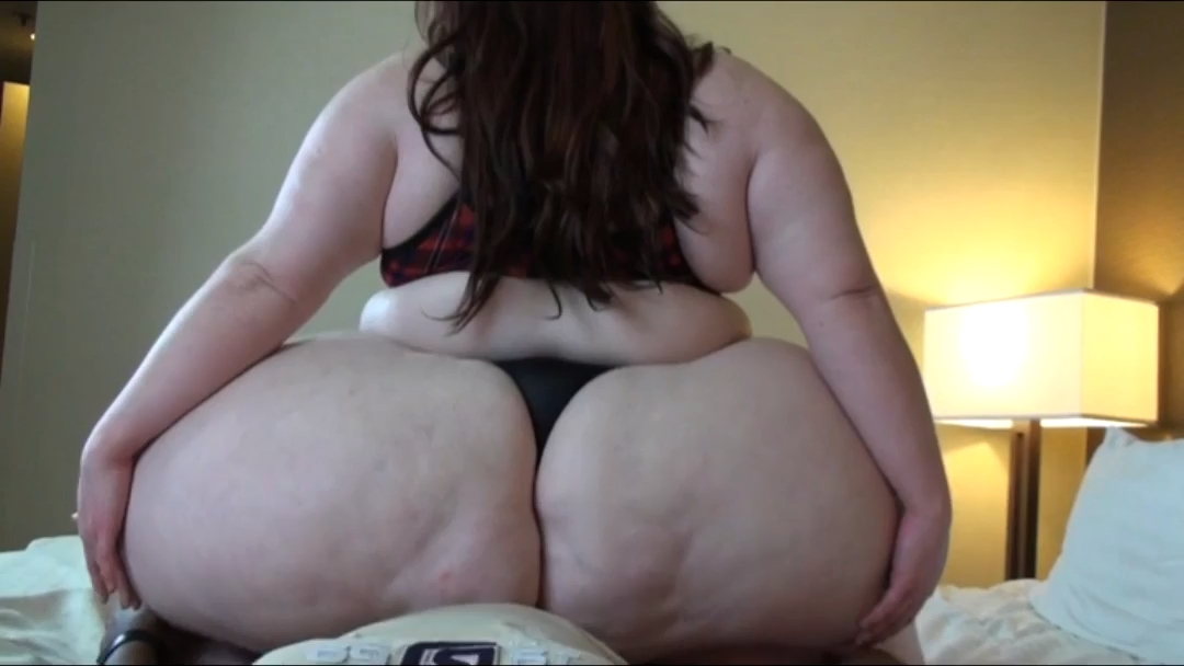 Bbw big booty squashes and facesits